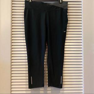 Cropped Nike Leggings w Zipper Pocket